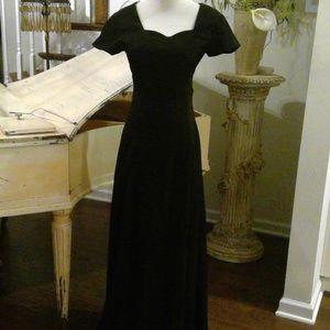 Black Short Sleeve Maxi dress Sweet Heart Neckline